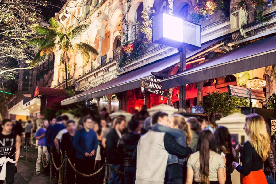 シドニーのクラブ World Bar が法律により年間に掛かっている費用を公開