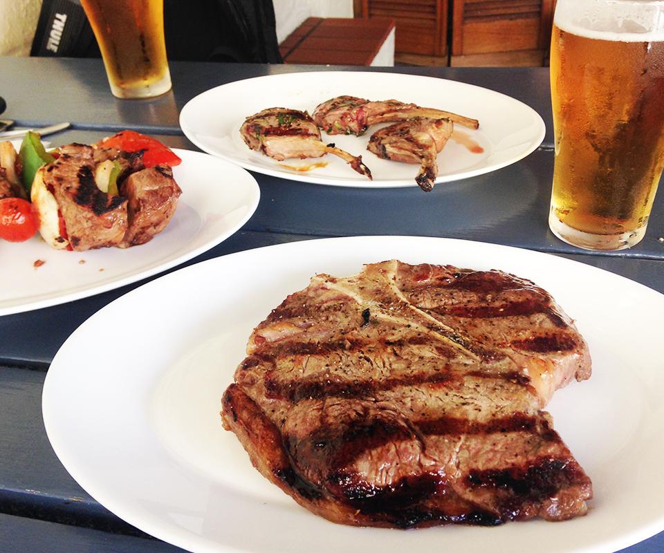 大きいお肉でバーベキュー