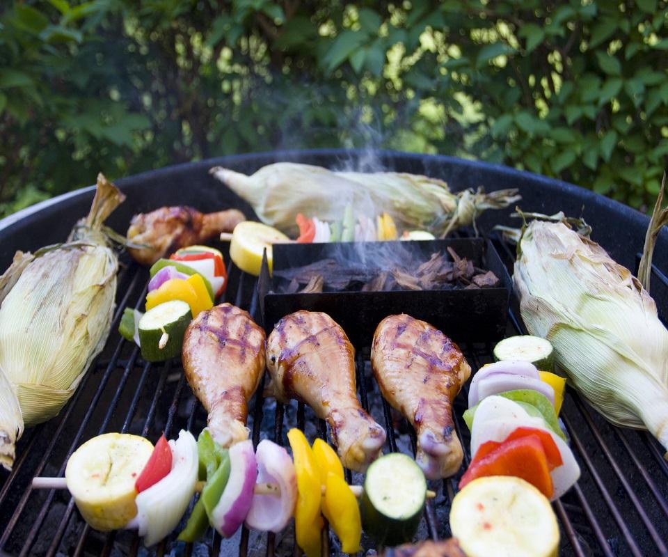 backyard-grilling-1319514-1599x1066