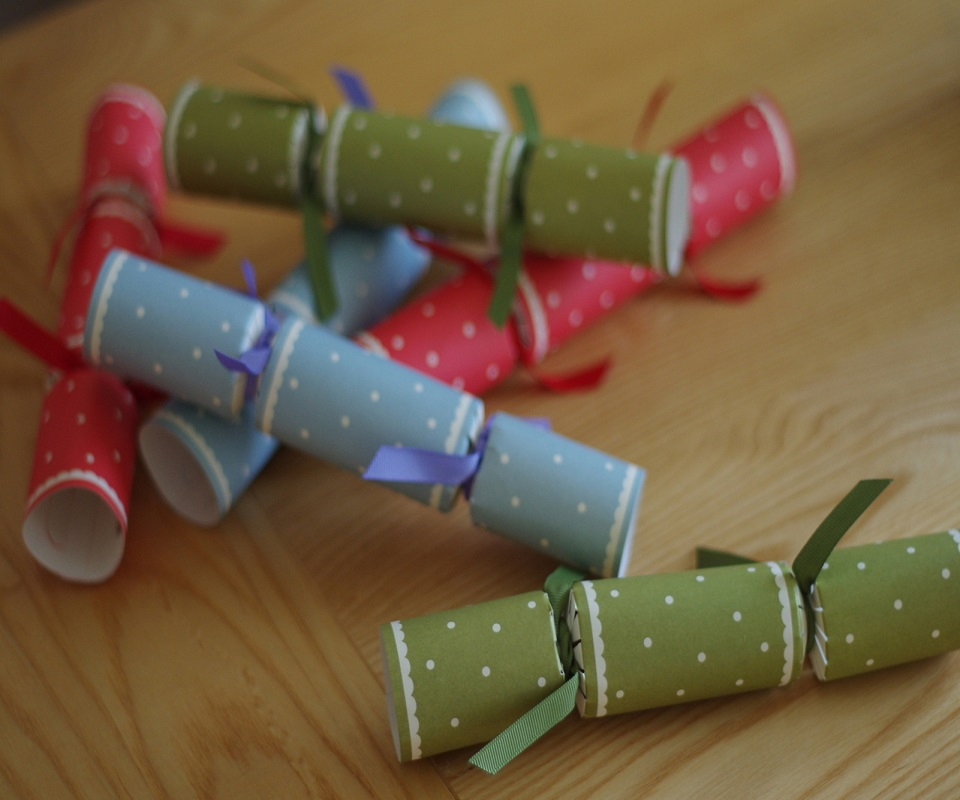 christmas-crackers-1442906-1279x849