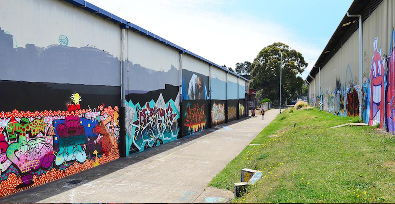 工場 壁 アート