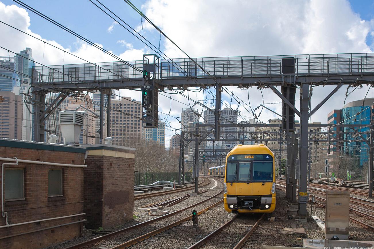 電車 トレイン 黄色