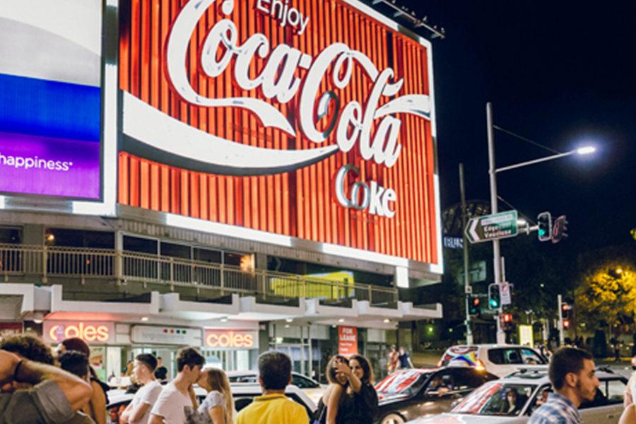 キングスクロスの象徴、コカコーラの看板がオークションに!!!