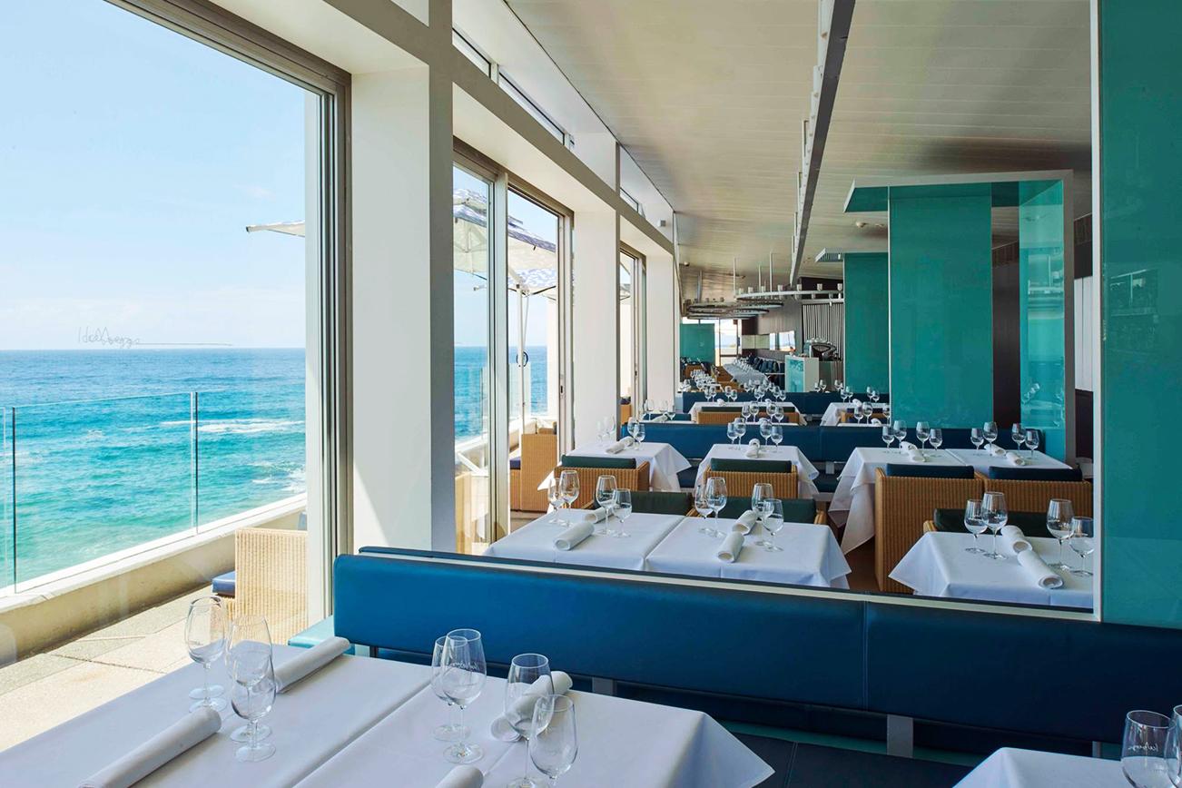 海 ビーチ レストラン 高級