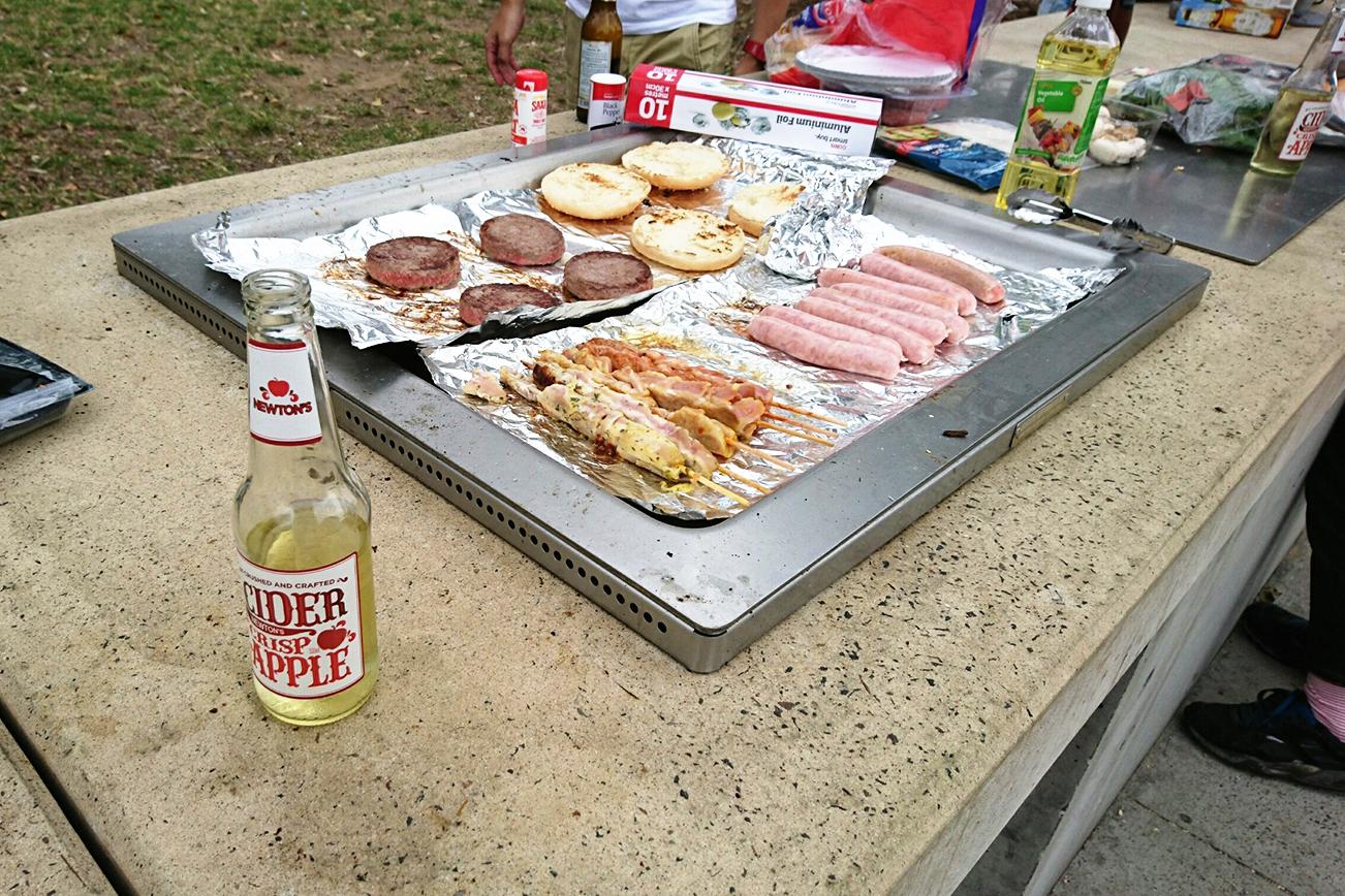 ハンバーガー 公園 バーベキュー