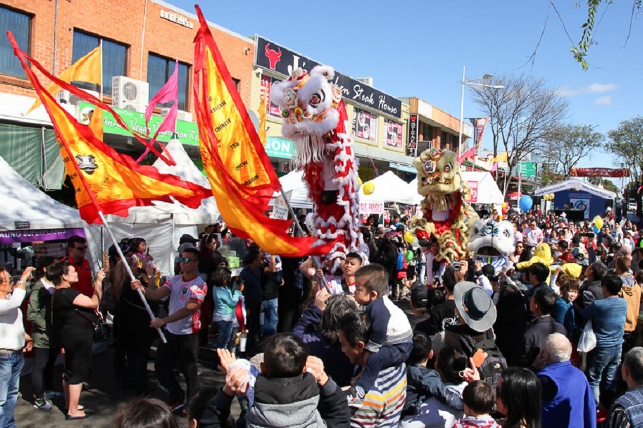 ライオンのダンスパレード